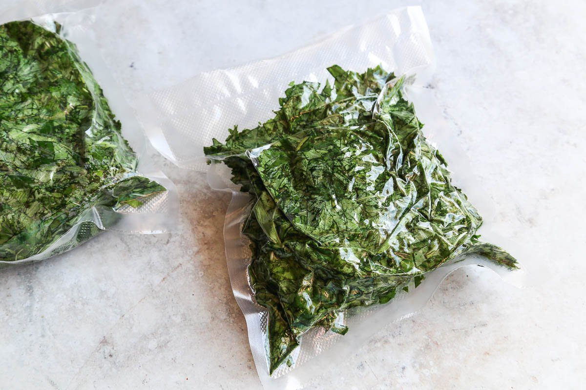 Vacuum sealing mallow jew leaves prior to freezing
