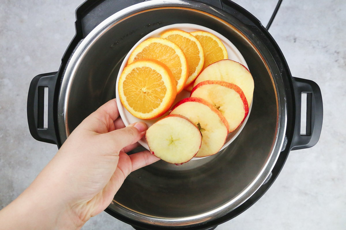 Making mulled wine in the instant pot