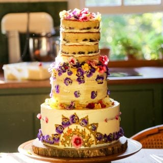 Cake decorating with Edible Flowers