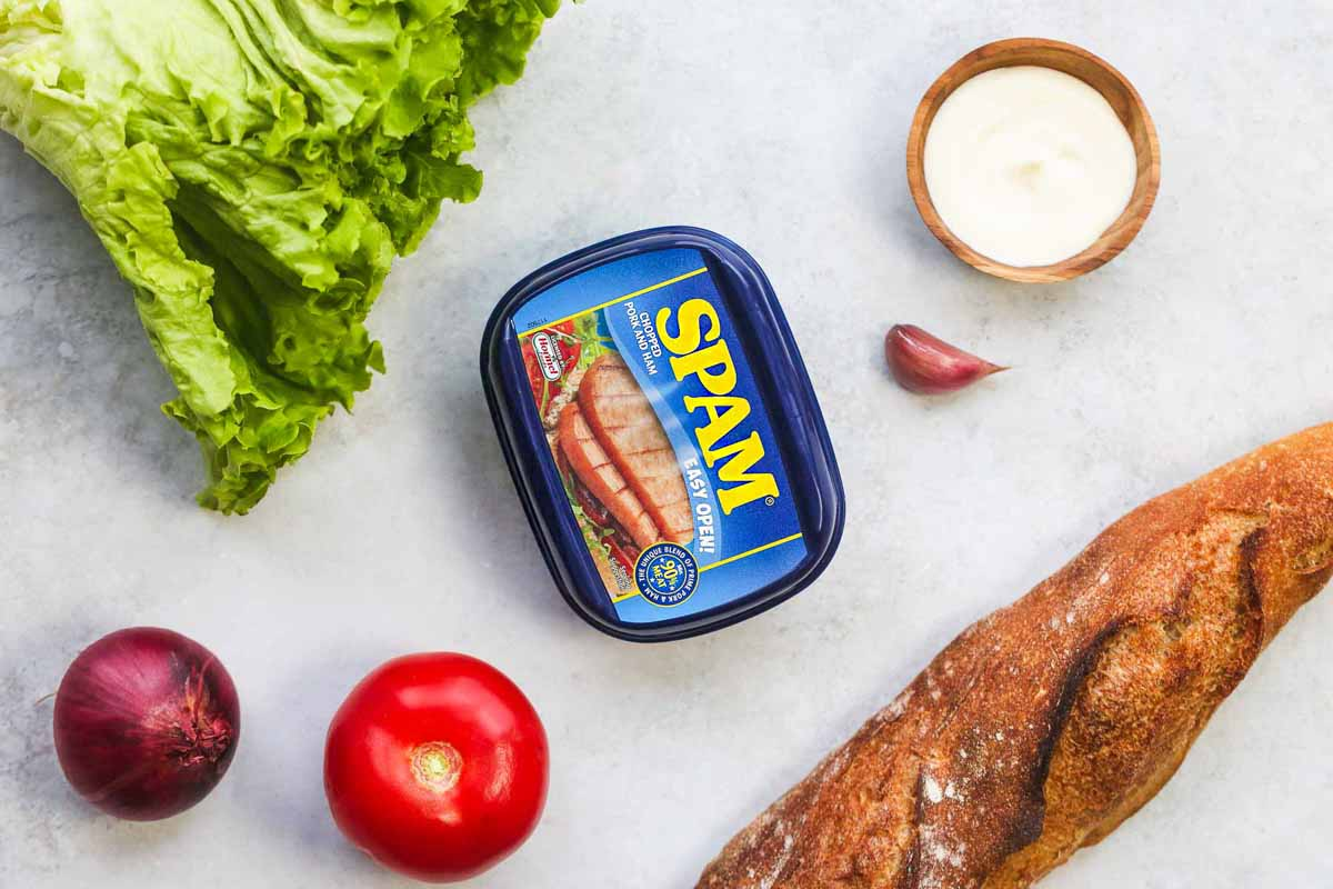 Ingredients needed to make Spam sandwich