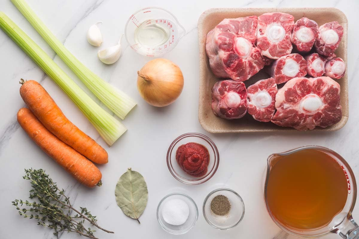 Ingredients needed to cook oxtail with vegetables