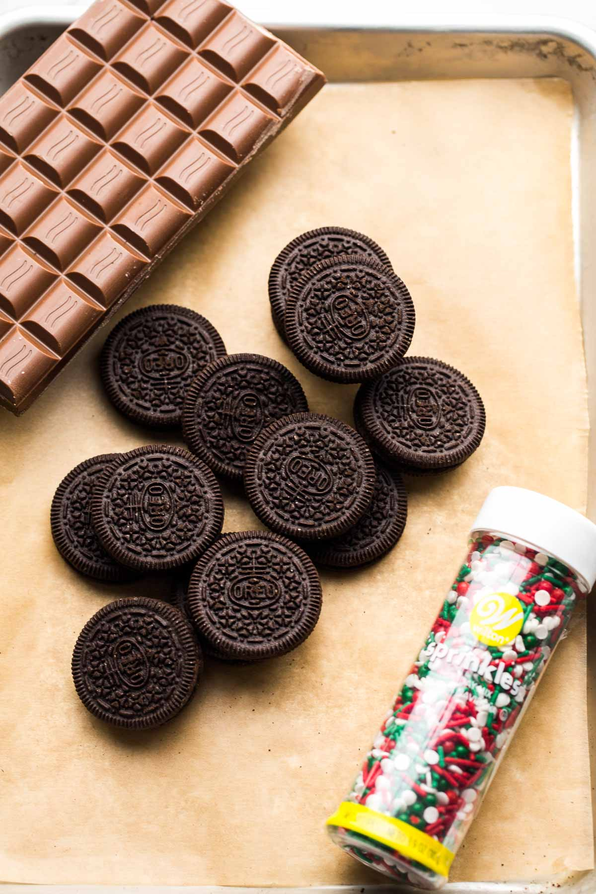 Ingredients needed to make chocolate covered oreos