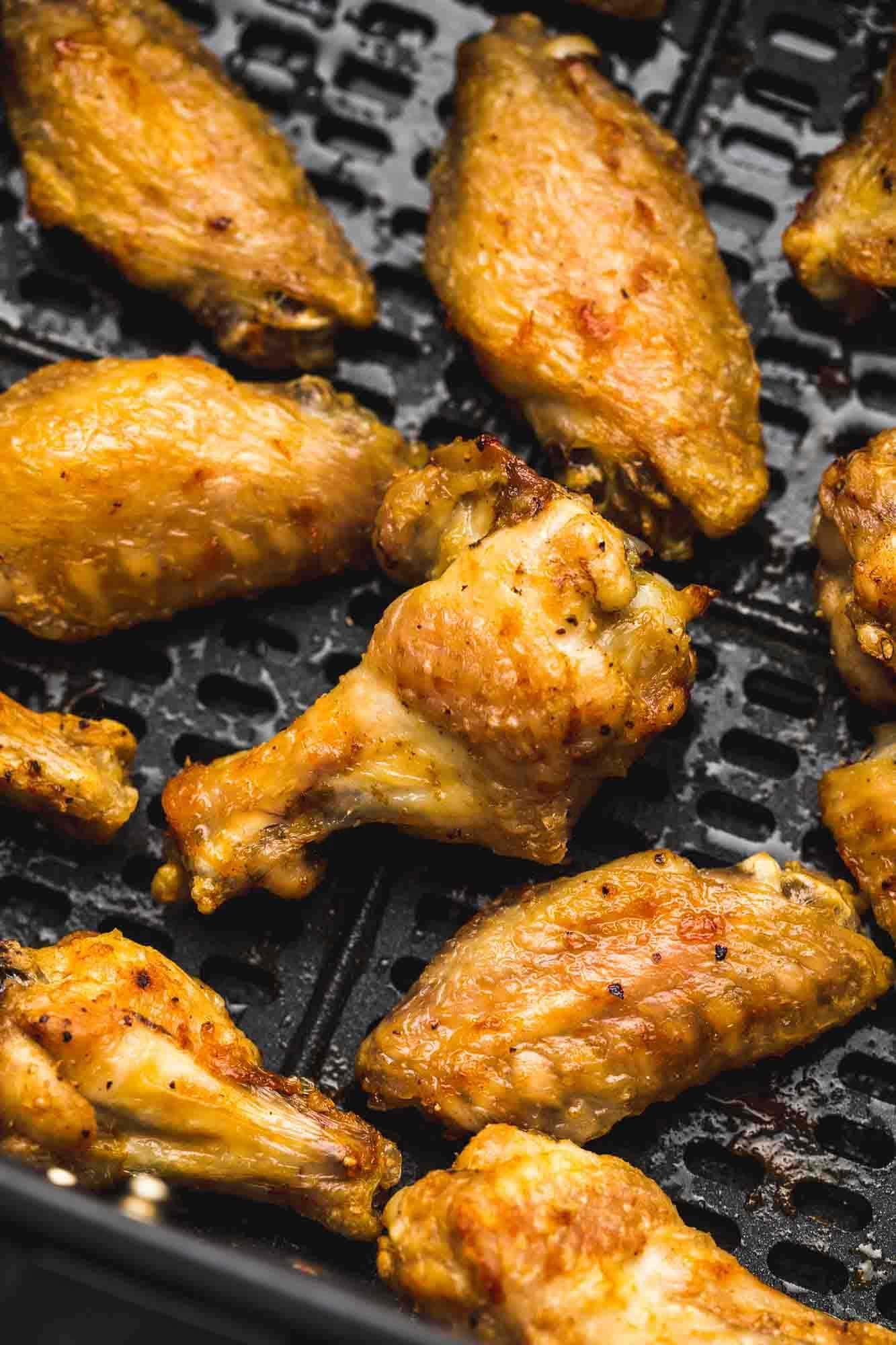 Crispy chicken wings in the Air Fryer basket