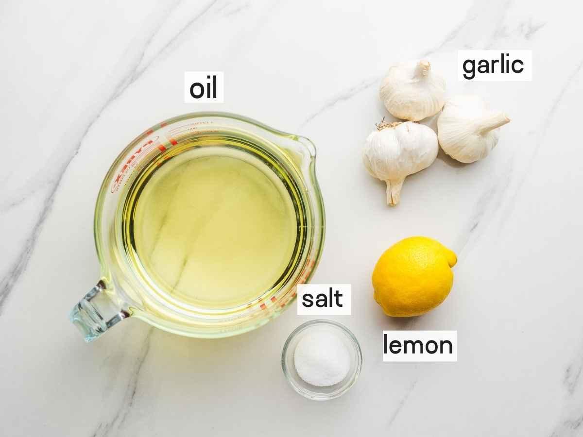 Ingredients needed to make toum