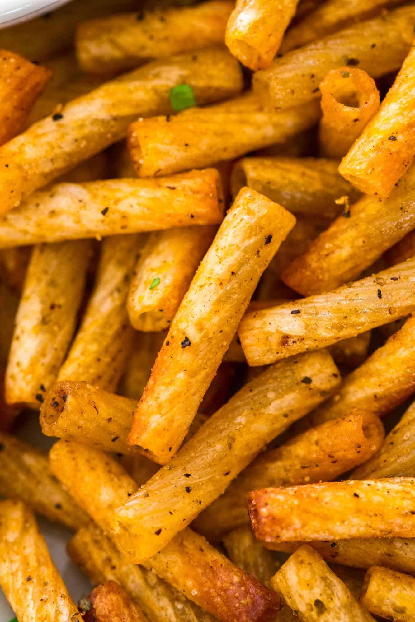 Close up shot of crunchy pasta chips