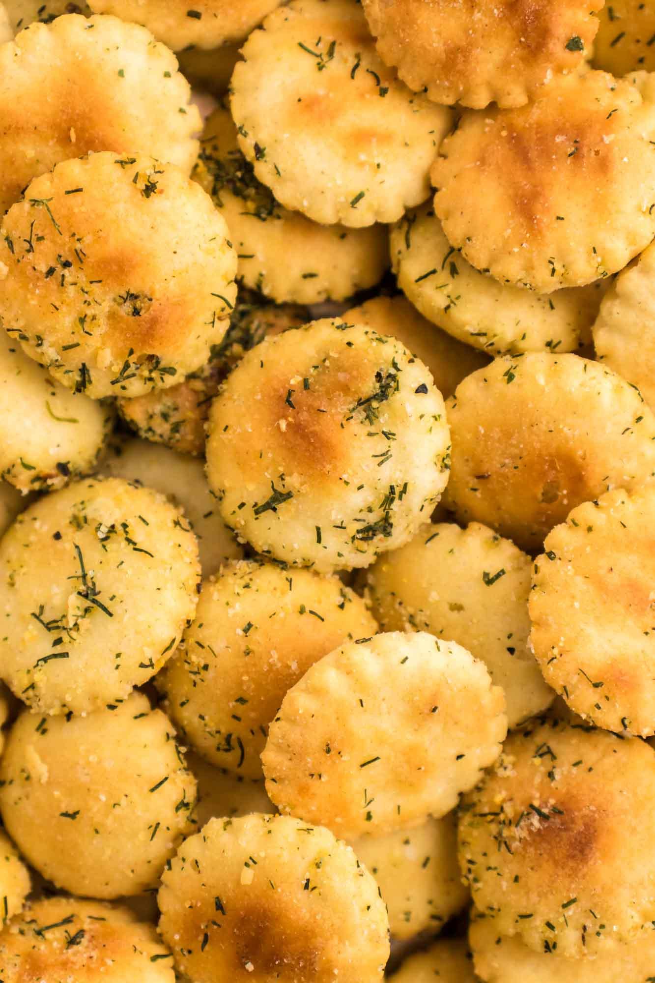 Close up shot of the seasoned crackers