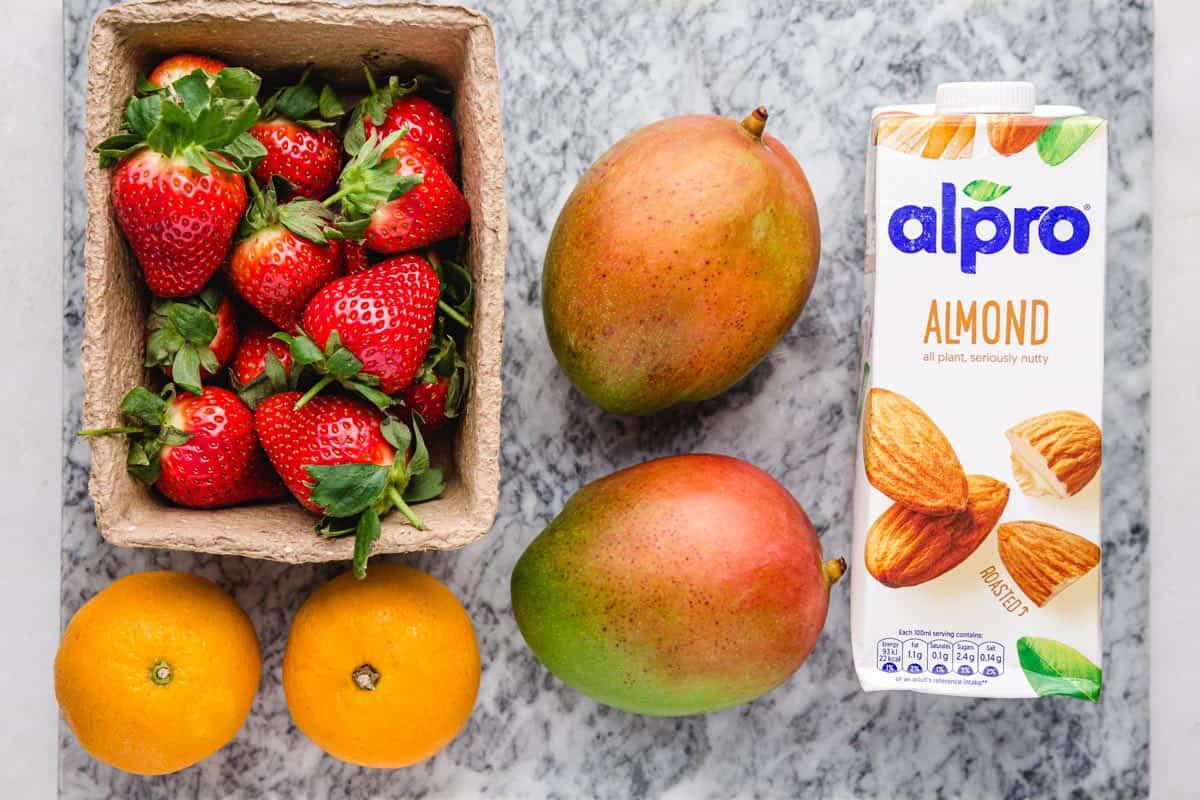 Strawberry Mango Smoothie ingredients